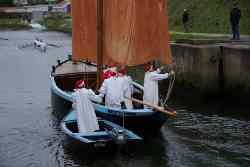 Les Trois Frères conduit le Père Noël dans le port de Vannes